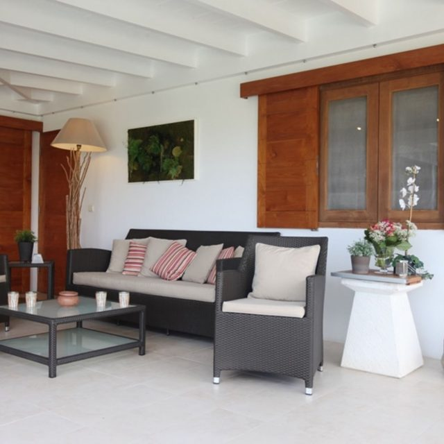 http://anakao.mbolo-rum.com/wp-content/uploads/2017/07/vacation-rental-photo_St-Barthelemy_WV-MBL_Villa-Anakao_St-Barts-Villa-mblter02_desktop-640x640.jpg